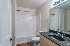 the-hamilton-austin-tx-2br-2ba-1002sf-bathroom